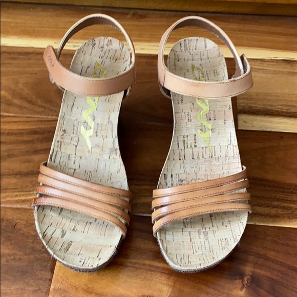 DKNY NEW wedge sandals brown size 7.5